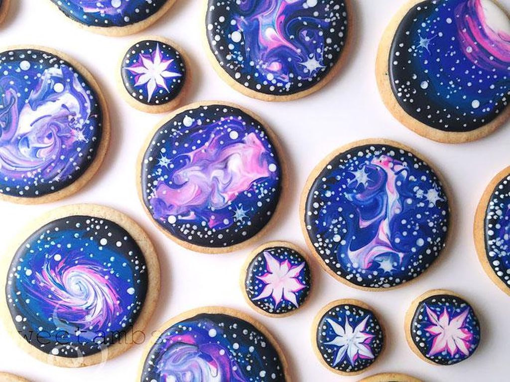 Indahnya Kreasi Makanan Berhiaskan Aurora, Rasi Bintang hingga Nebula!