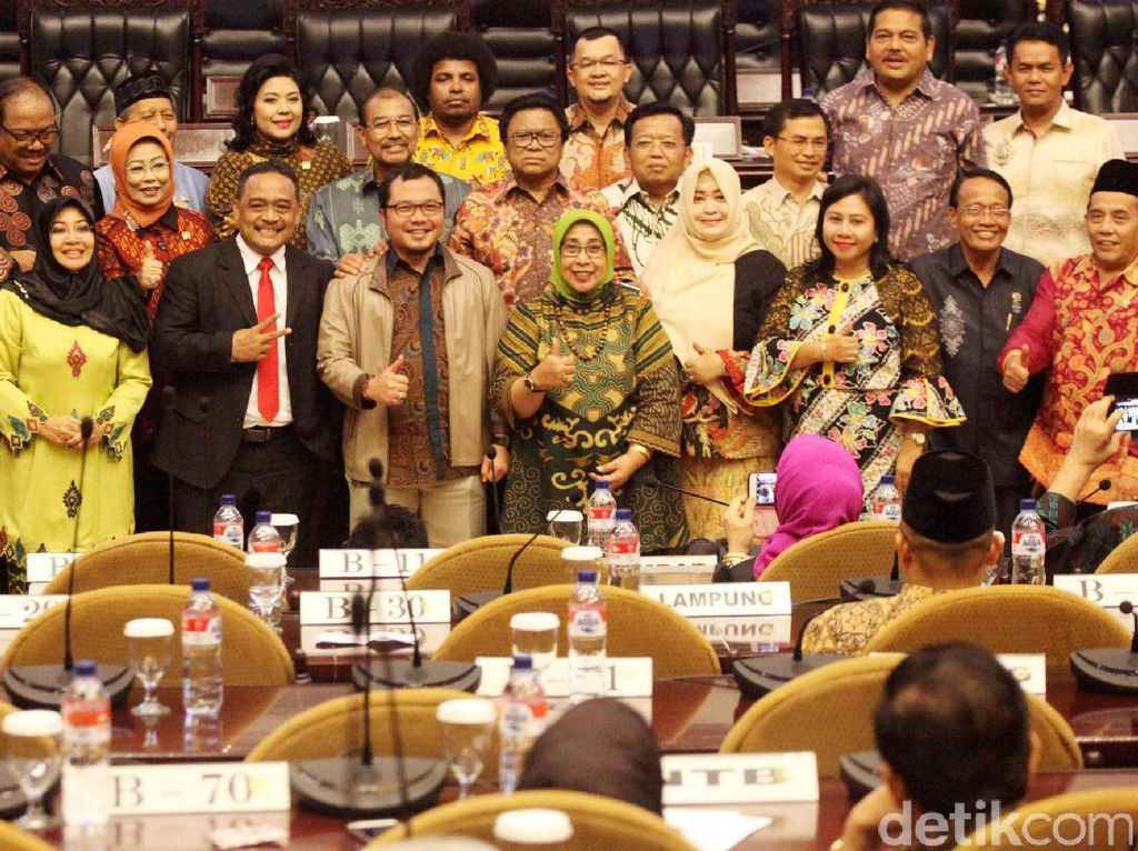 Oesman Sapta Pimpin Paripurna DPD