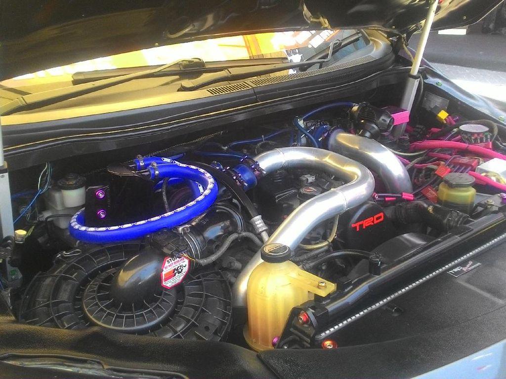 Pada bagian mesin dan interior ia tetap menggunakan barang bawaan milik mobilnya.Foto: Marwah Zada Rahmatina