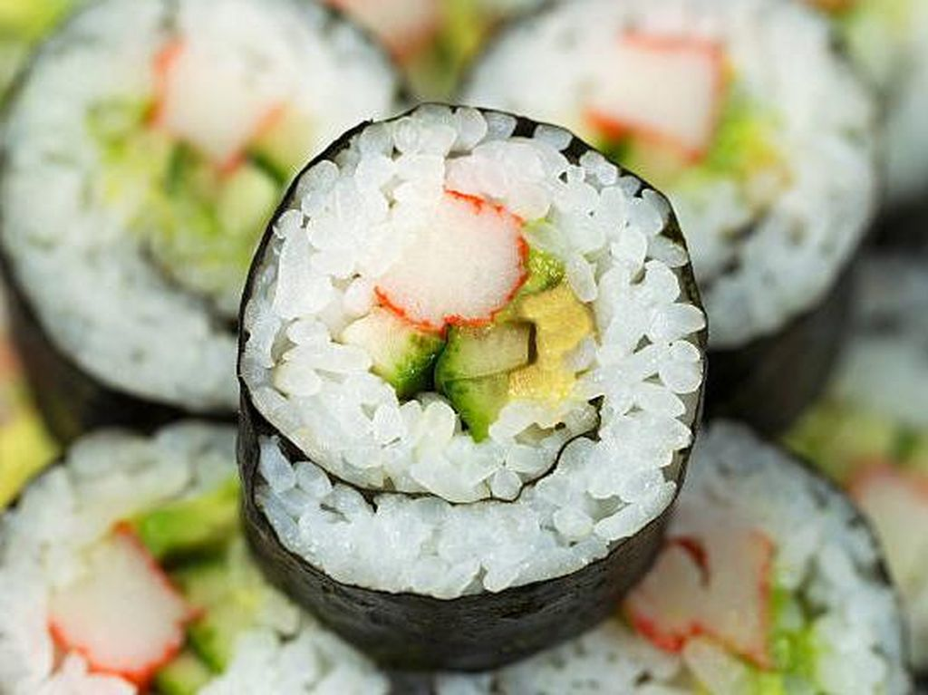 Ini Fakta Soal Daging Kepiting yang Ada Dalam Sushi California Roll