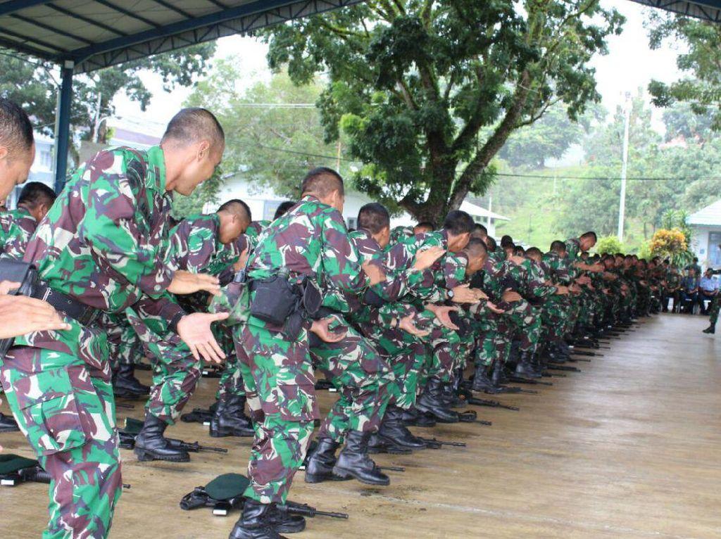 Kepada Yonif Raider 515/UTY Kostrad, Kapolda Maluku berharap agar di pertahankan nama baik yang sudah dimiliki.(Penkostrad).