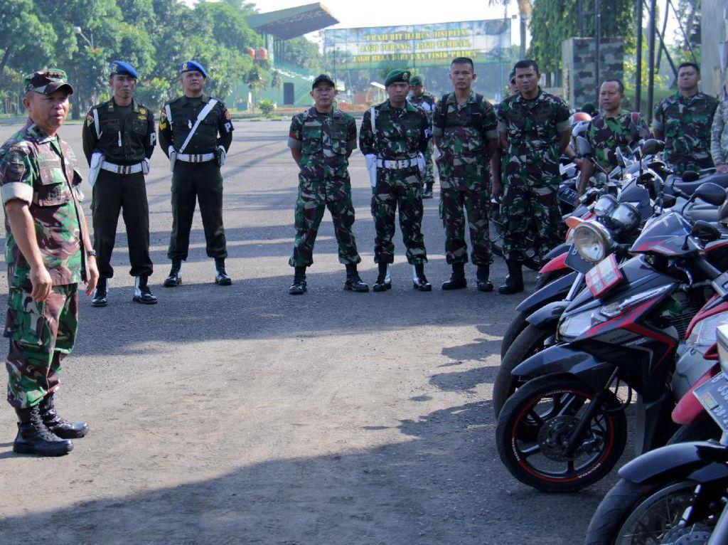 Pemeriksaaan tersebut dipimpin oleh Komandan Detasemen Markas Letkol Inf Ahdets Irzulmi serta didampingi oleh Pasipamops Denma Lettu Inf Muhammad Ilyas. (Penkostrad).