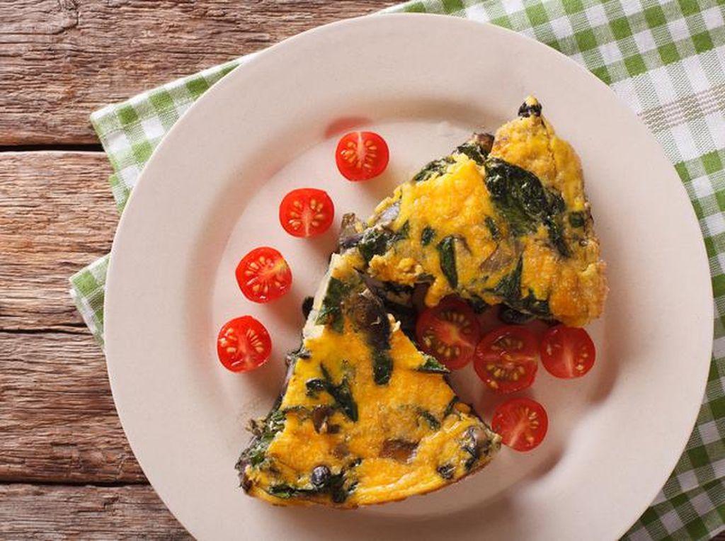 Fritata yang merupakan omelette dari Italia ini dibuat dengan campuran keju, sayuran, bahkan pasta sisa dicampur dengan telur, lalu dimasak perlahan. Mamamia! Foto: Istimewa