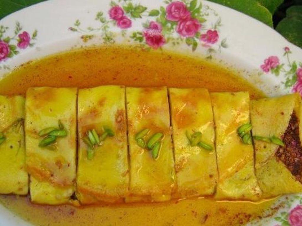 Omelet ini disebut khagine di Iran. Telur dikocok dengan garam saffron kemudian digoreng dengan mentega atau minyak. Foto: Istimewa