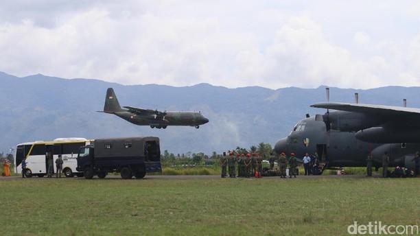 Foto: Pesawat Pembawa Bantuan untuk Rohingya Transit di Aceh
