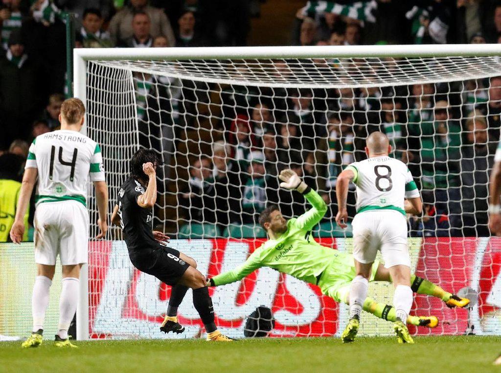 Cavani mencatatkan namanya di papan skor untuk kedua kalinya dua menit berselang. PSG memastikan start bagus dengan menang leima gol tanpa balas (Foto: Russell Cheyne)