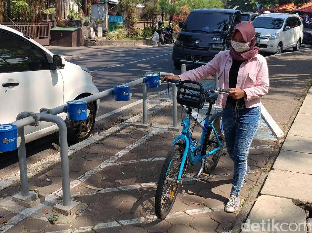 Program ini menyediakan layanan penyewaan sepeda bagi masyarakat atau wisatawan di Kota Bandung.