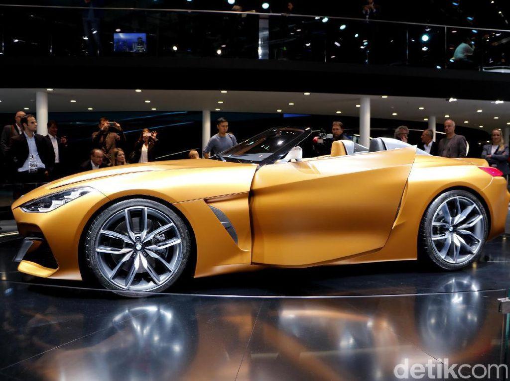BMW menampilkan konsep roadster itu di pameran Frankfurt Motor Show yang saat ini tengah berlangsung.