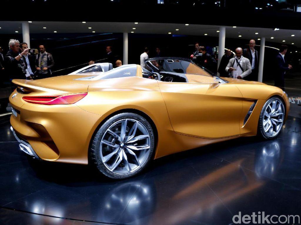 Mobil diperkuat dengan tampilan depan yang dinamis dengan bentuk bodi agresif mengisyaratkan kekuatan dan emosi.