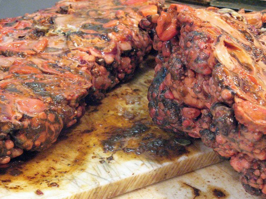 Giant Sea Squirt atau disebut juga pyura memiliki ukuran yang cukup besar. Meski terlihat menjijikkan, pyuran menjadi sajian lezat di Santiago Chili.