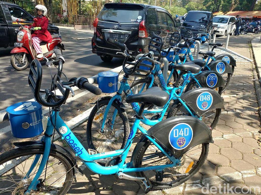 Melalui program tersebut siapa saja bisa menyewa sepeda asalkan sudah menjadi member dan memiliki kartu identitas khusus. Selanjutnya penyewa tinggal mendatangi halte atau tempat-tempat penyewaan yang tersebar di sejumlah titik keramaian dan wisata Kota Bandung.