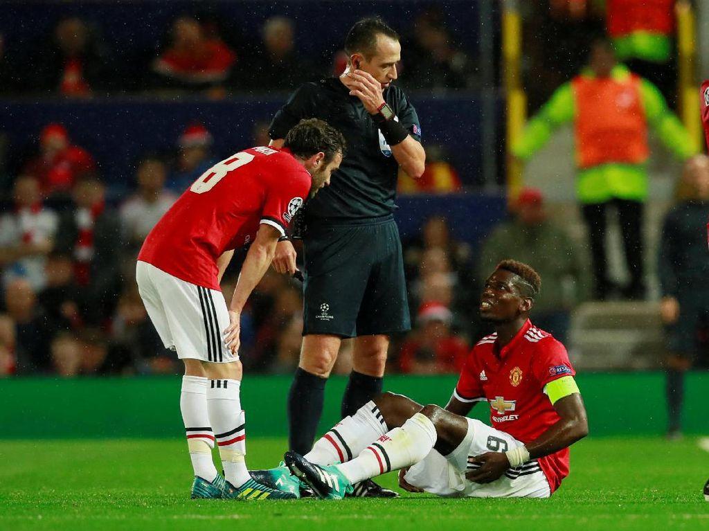 Pogba pada akhirnya mengalami cedera hamstring dan harus ditarik keluar di menit ke-19. (Foto: Jason Cairnduff/Action Images via Reuters)