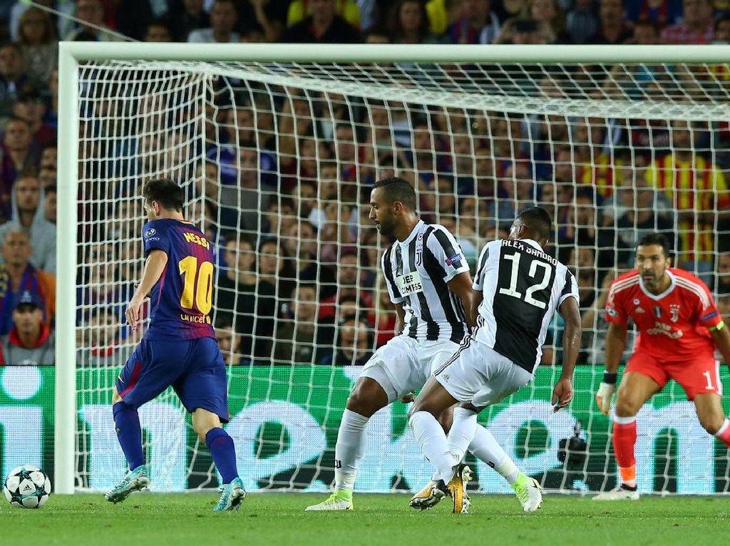 Messi kembali menjebol gawang Buffon di menit ke-69 untuk menambah keunggulan Barca menjadi 3-0. Foto: Albert Gea/Reuters