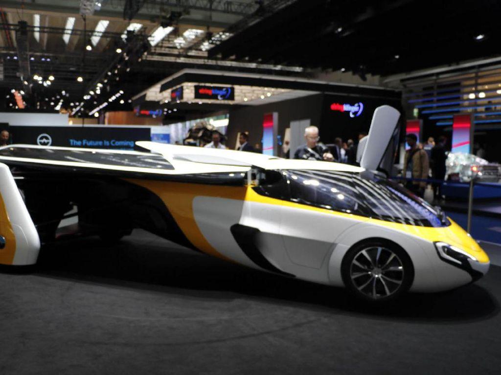 Mobil terbang AeroMobil dipamerkan di Frankfurt Motor Show. (Dadan Kuswaraharja/detikcom).