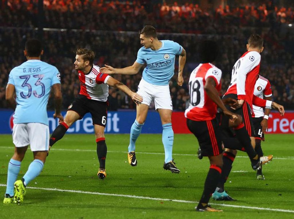 Baru dua menit, City sudah unggul lewat gol John Stones berkat assist David Silva. (Foto: Michael Steele/Getty Images)