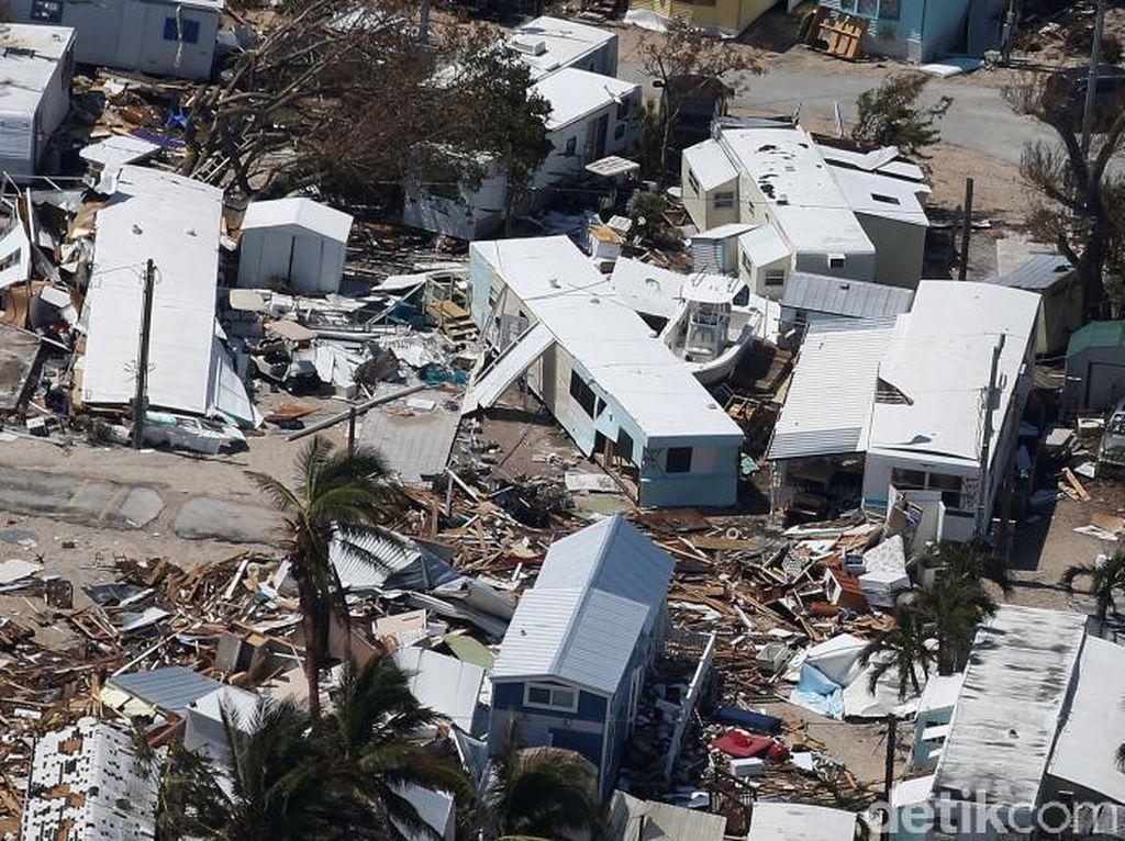 Taman trailer yang rusak akibat badai Irma (Foto: REUTERS/Carlo Allegri)