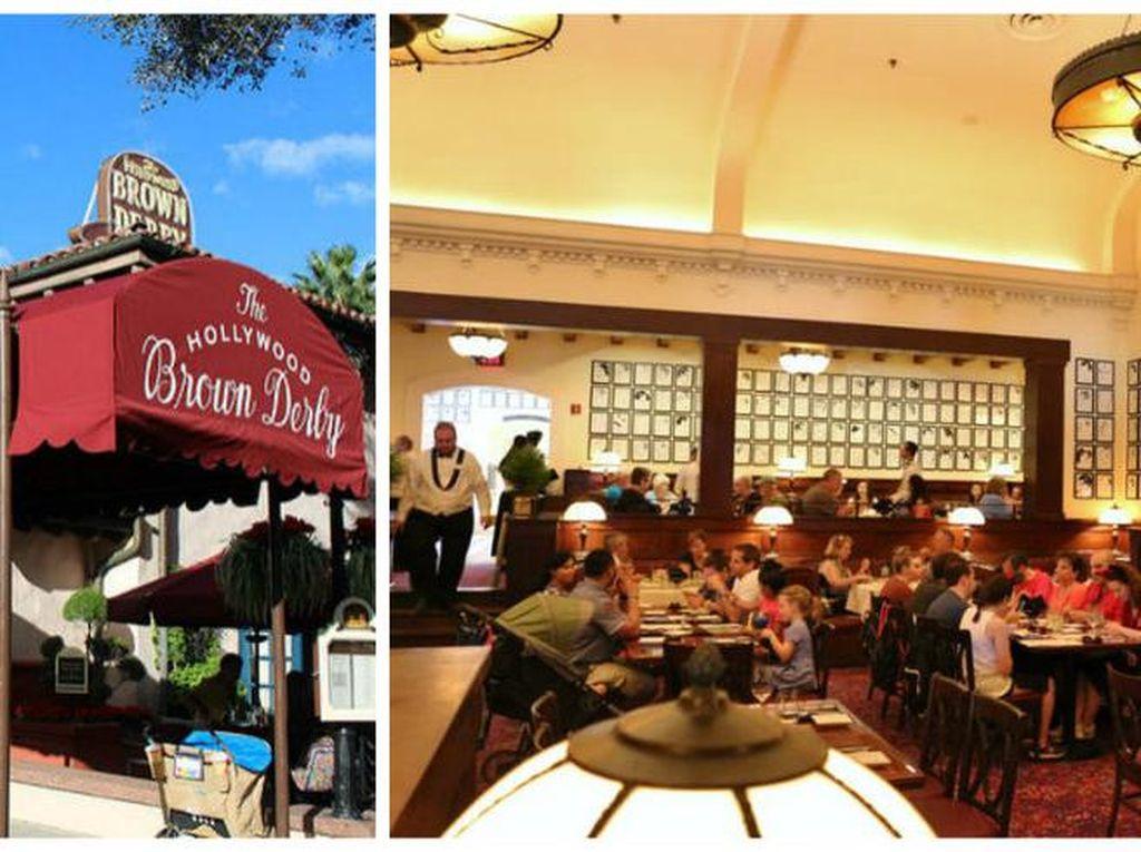 The Brown Derby yang berada di Disneys Hollywood Studios, Disney World. Di dalam restoran ini Anda akan menemukan karikatur bertema selebriti yang terkenal. Desain restoran yang klasik ternyata punya menu lezat seperti Grapefruit Cake. Foto: Istimewa
