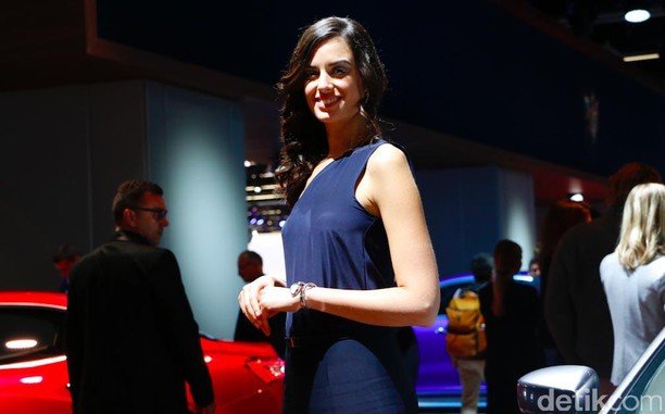 Senyum Manis di Frankfurt Motor Show
