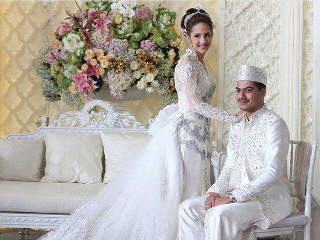 Tsamara memang pernah menikah. Dia tak membantah foto-foto pernikahan yang diedarkan di medsos. Namun memang pernikahan itu sudah berakhir.