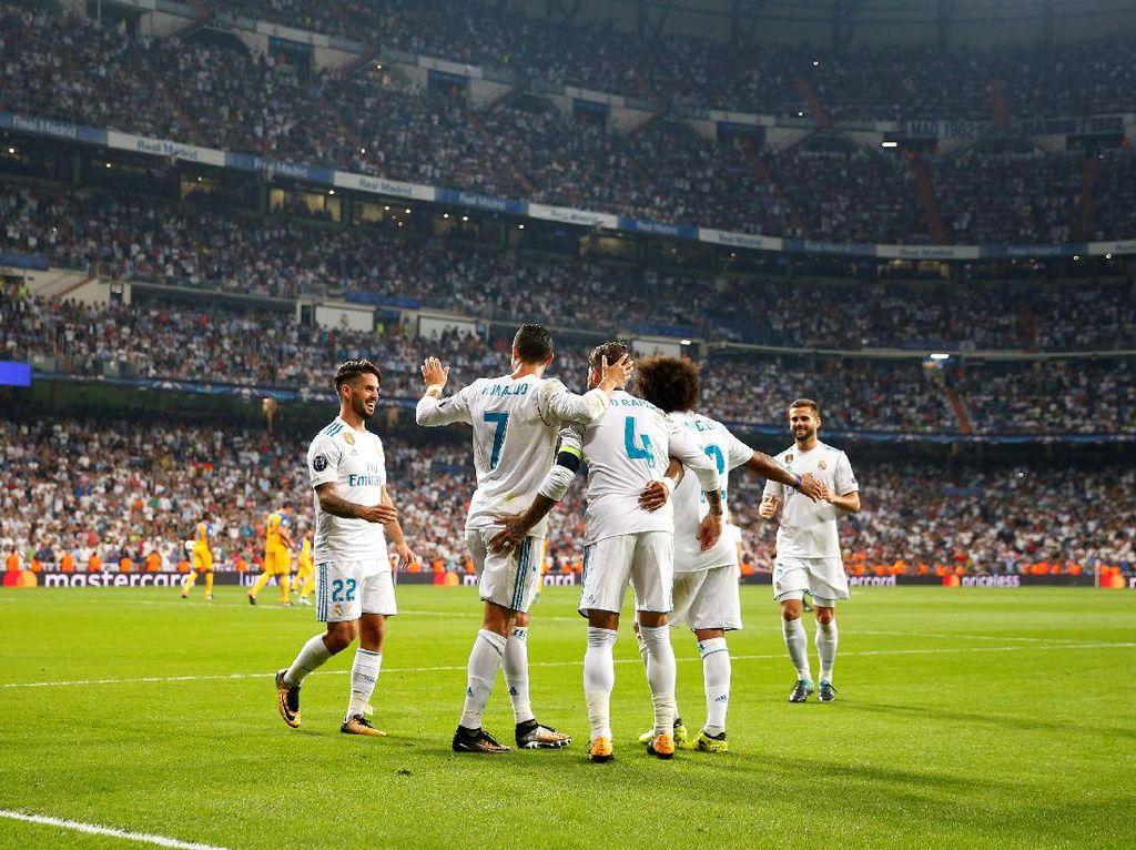 Madrid pun menutup laga dengan kemenangan 3-0. Hasil ini sekaligus mengembalikan Madrid ke jalur kemenangan usai hanya bermain seri di dua laga terakhir. Foto: Paul Hanna/REUTERS