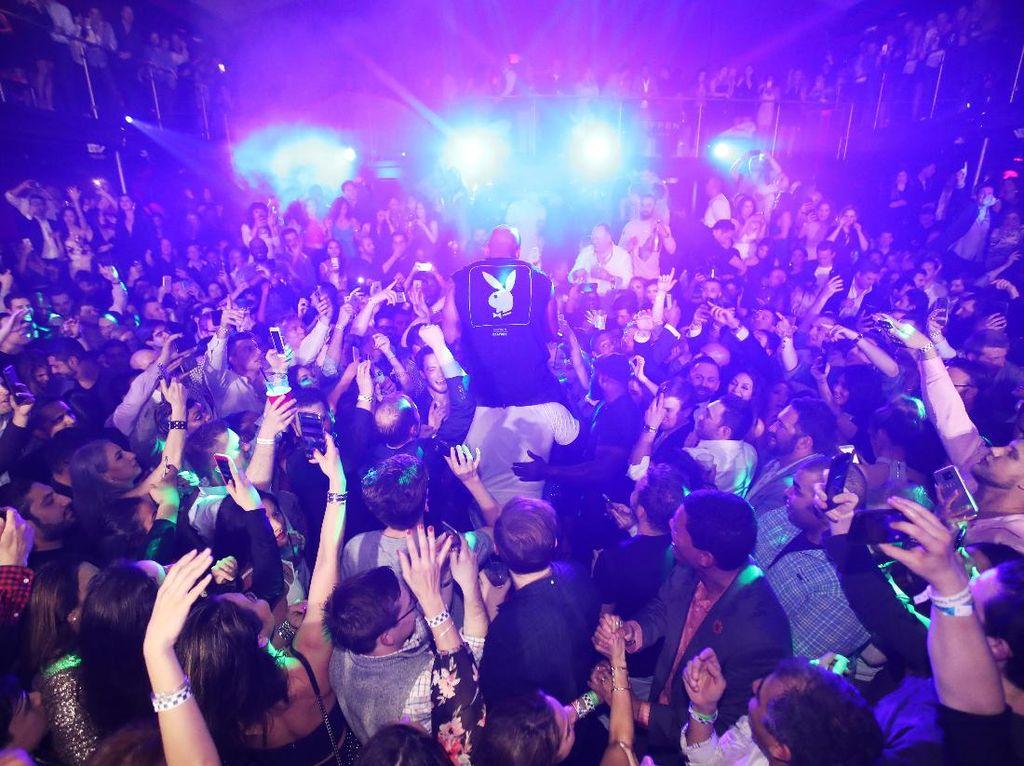 Dengan terus dikenalkan, diharapkan karya dari DJ lokal bisa sampai ke telinga lebih banyak orang lagi. Foto: Ilustrasi Musik Elektronik (Getty Images)