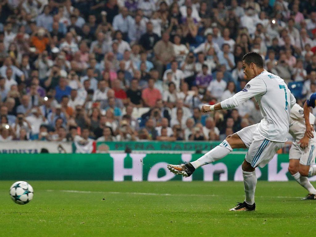Ronaldo kemudian mencetak gol keduanya lewat eksekusi penalti. Foto: Paul Hanna/REUTERS