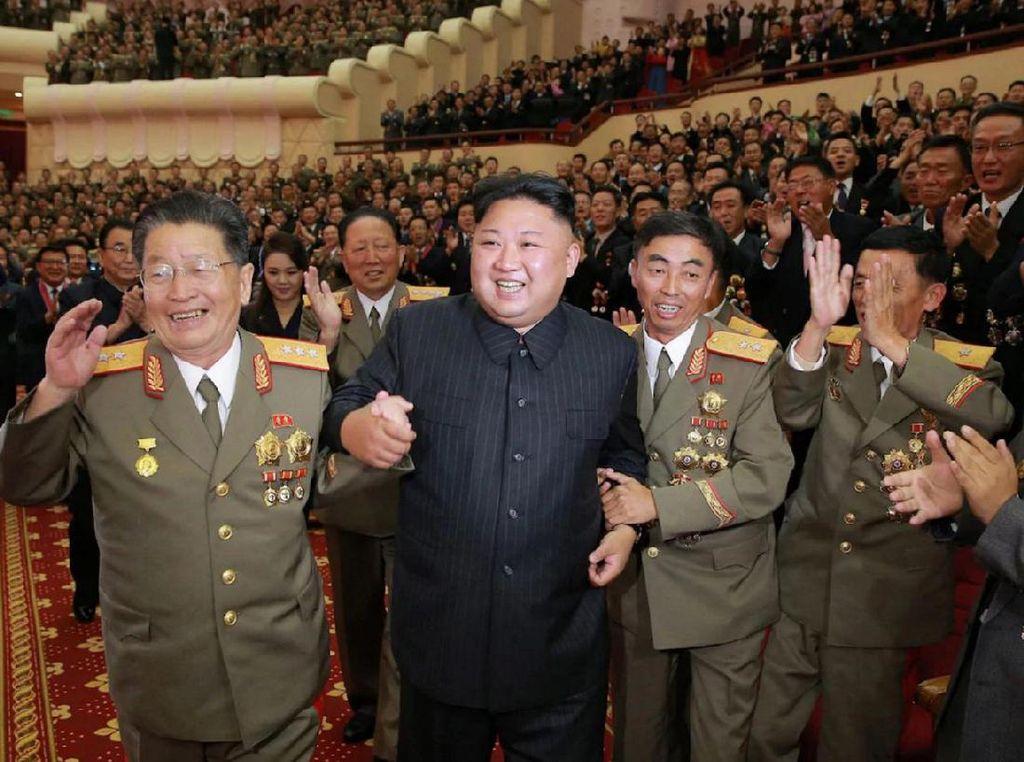 Kim Jong-Un dalam acara perayaan peluncuran bom hidrogen yang diklaim sukses oleh Korut. Foto: AFP