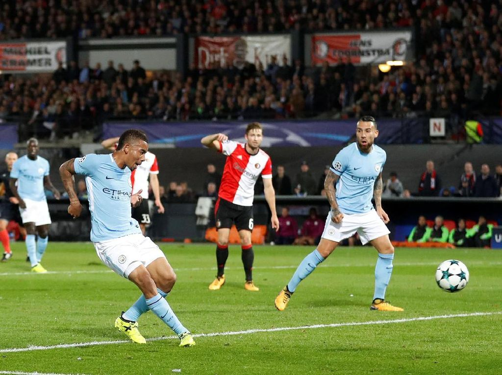 Gabriel Jesus membuat City sudah unggul 3-0 di babak pertama melalui gol yang ia cetak di menit ke-25. (Foto: Carl Recine /Action Images via Reuters)