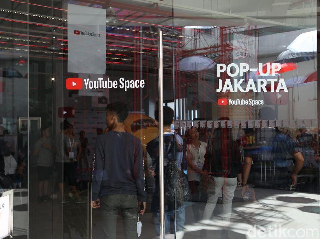 Art:1 New Museum terletak di Jalan Rajawali Selatan Raya No:3, Jakarta Pusat.