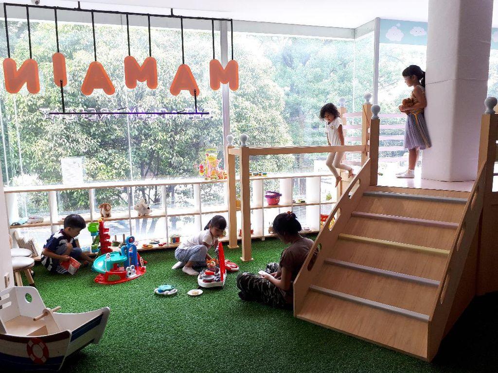 Intip Suasana Kafe Mamain, Tempat Makan dan Main Buat Si Kecil!
