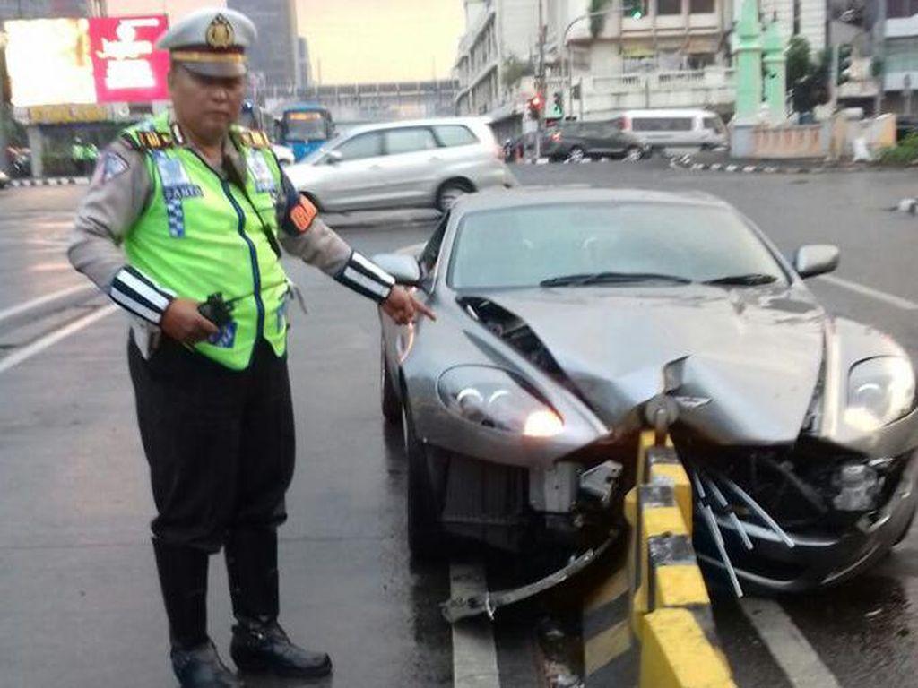 Aston Martin Tabrak Separator Busway