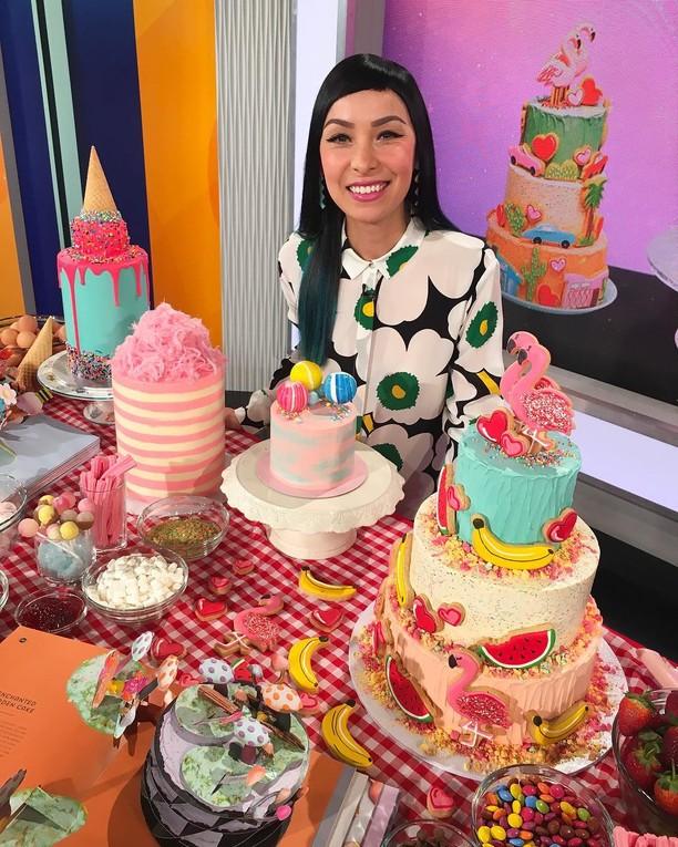 Lihat Cantiknya Warna-warni Cake Buatan Mantan Guru Ini