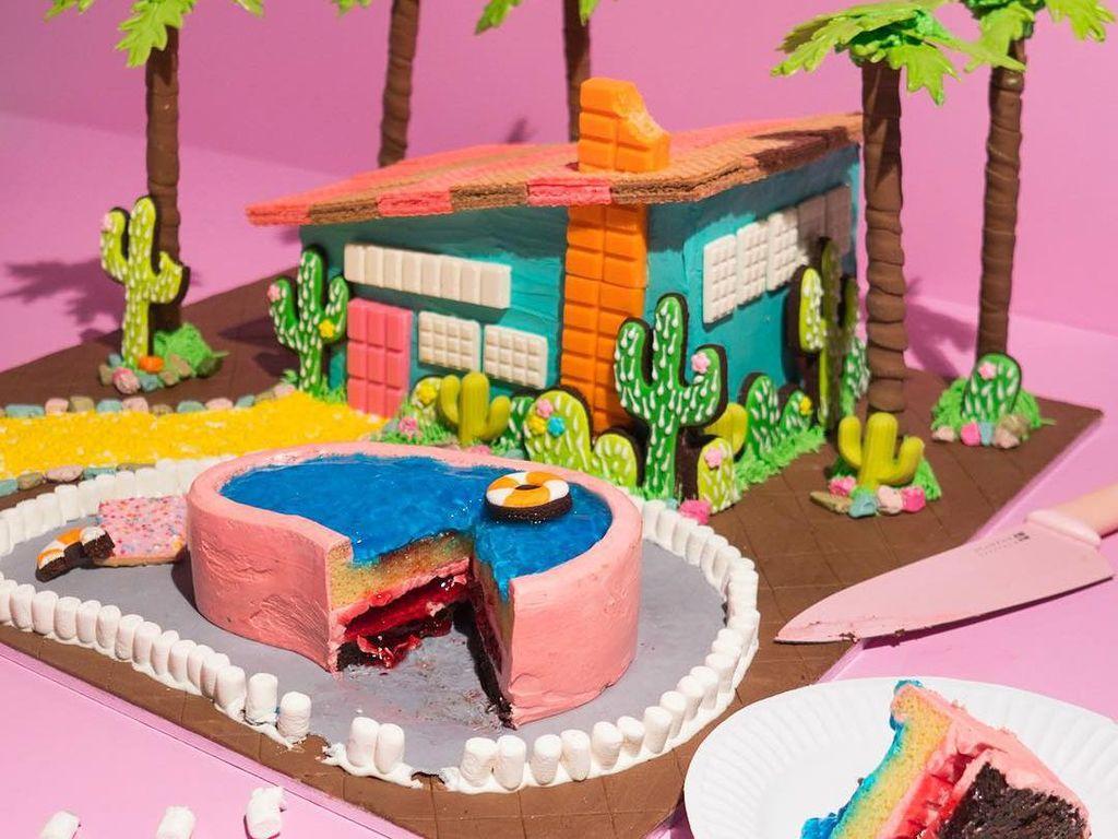 Kalau ini cake yang terinspirasi suasana tropis Palm Springs. Hiasannya kaktus dengan pohon kelapa yang menjulang. Foto: Katherine Sabbath
