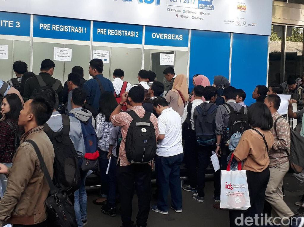 Penampakan Ratusan Pencari Kerja di Akhir Pekan