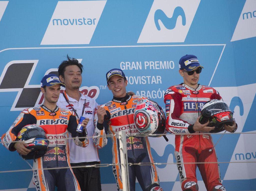 Balapan di Aragon menjadi milik rider tuan rumah. Dua pebalap asal Spanyol lainnya juga naik podium: Dani Pedrosa di urutan dua dan Jorge Lorenzo yang merebut podium terakhir. (Mirco Lazzari gp/Getty Images)