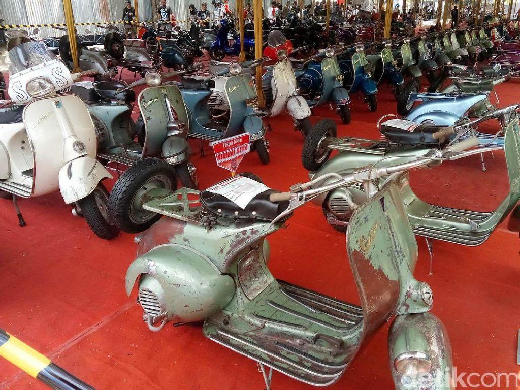Puluhan Vespa Pamer Kecantikan di Yogyakarta