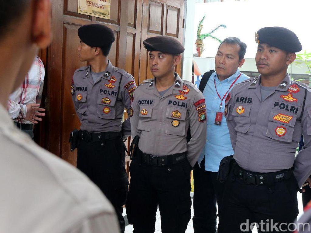 Gaya Pimpinan KPK Intip Sidang Praperadilan Novanto