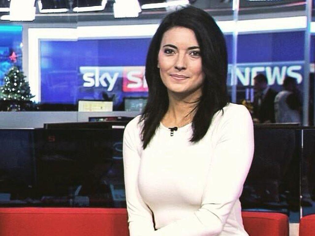 Natalie Sawyer adalah pembaca berita di SkySport di Inggris. Sebelumnya, dia pernah menjalani karier sebagai penyiar radio. (Foto: dok. Instagram)