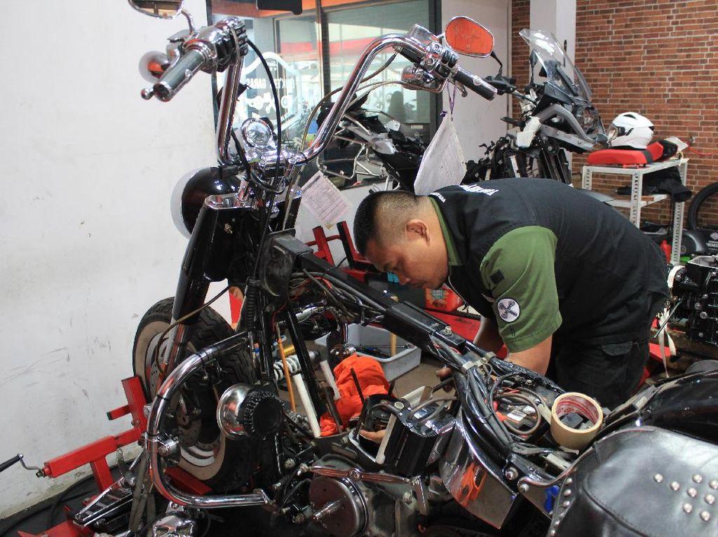 Merawat harley-Davidsonrupanya hal itu tidak sepenuhnyasulit, karena bagi Workshop Manager Baikers Garage, Agung Setiyano, saat dikunjungi detikOto, di Fatmawati, untuk bisa merawat Harley-Davidson itu tidaklah sulit. Foto: Khairul Imam Ghozali