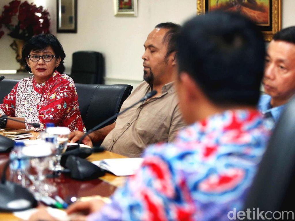 Dalam pertemuan tersebut, Indonesia Olympians Association (IOA) meminta pemerintah menunda pembubaran Satlak Prima hingga Asian Games 2018.