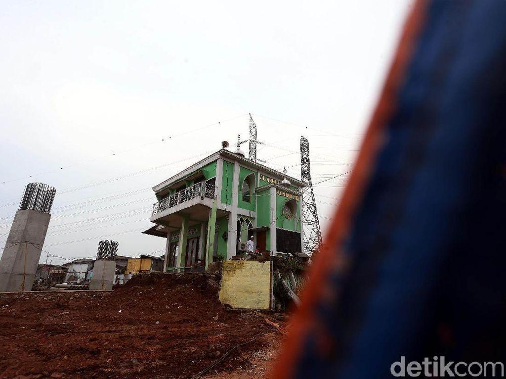 Masjid yang dibangun di jalan Pembangunan, Cipinang Melayu, Jakarta Timur, berdiri sejak tahun 1970.