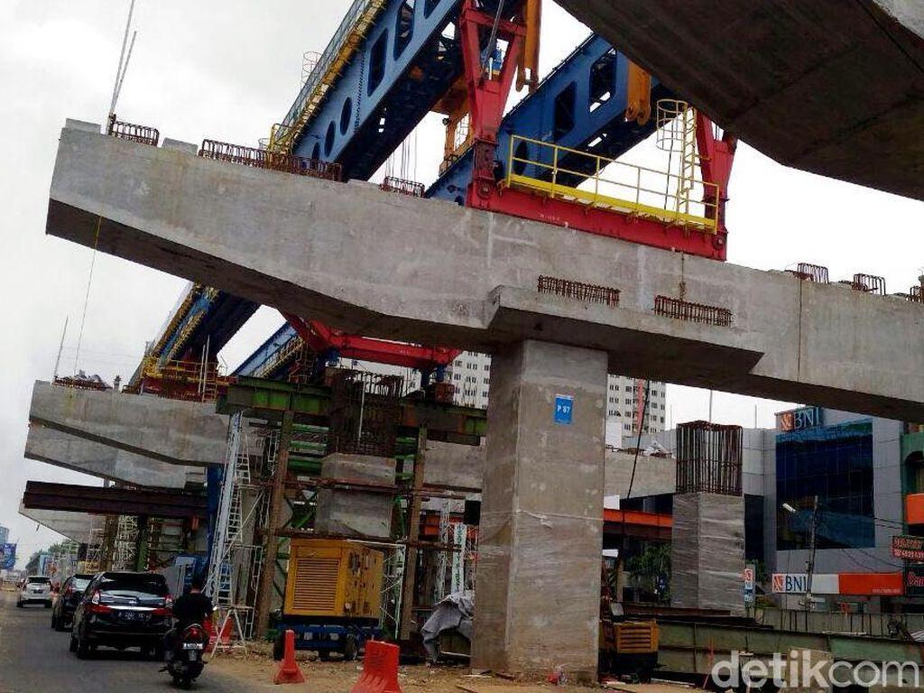 Sebagai informasi, LRT ini memiliki panjang mencapai 5,8 kilometer. Nantinya akan menghubungkan Kelapa Gading hingga arena balap sepeda Velodrome di Jakarta Timur.