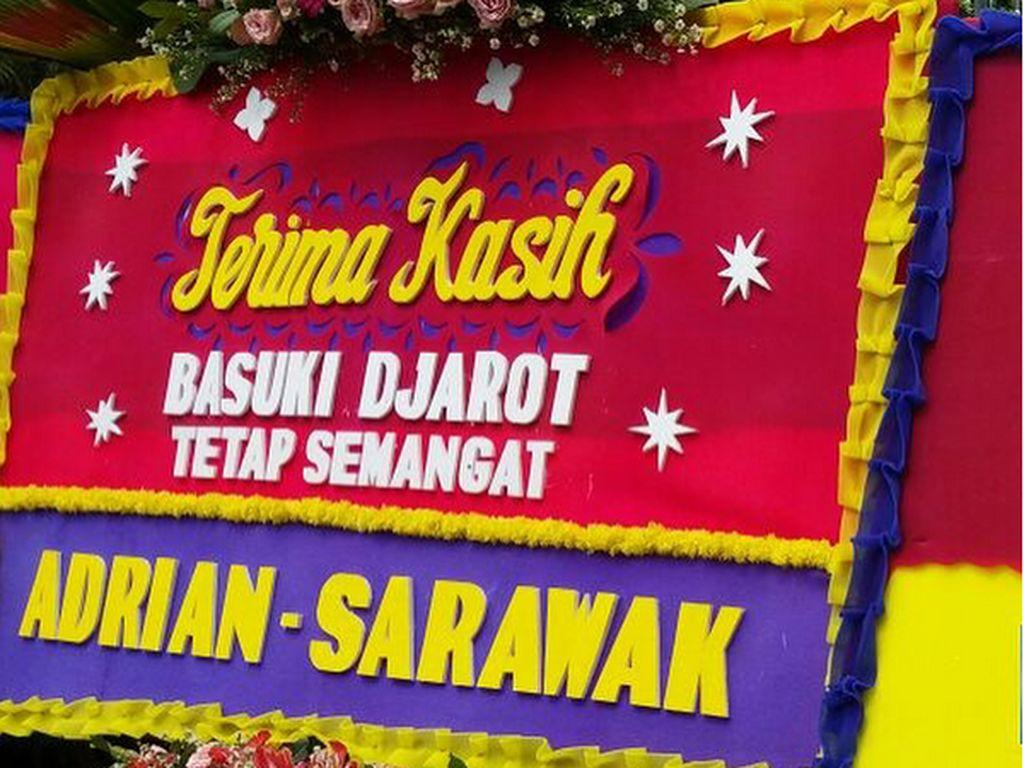 Terima kasih atas perhatian dan dukungannya kepada Pak Djarot dan saya selama menjabat di Pemprov DKI Jakarta, ucap Ahok.