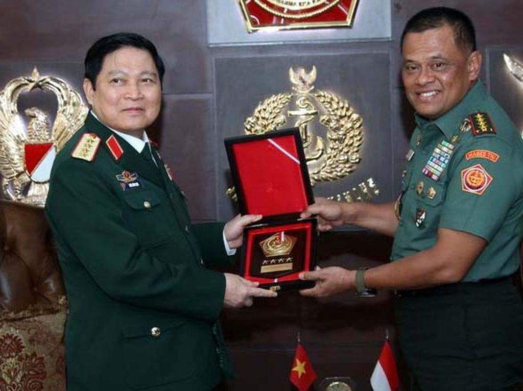 Panglima TNI Bertemu Menteri Pertahanan Vietnam