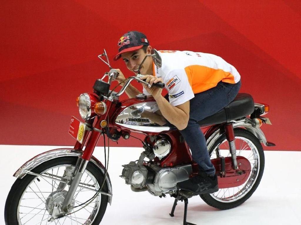 Marquez Ngebut di Atas Motor 90cc