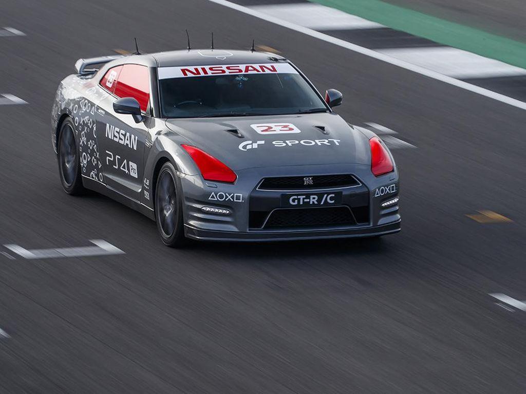 Mobil Nissan Balapan Dikendalikan Pakai Stick Games