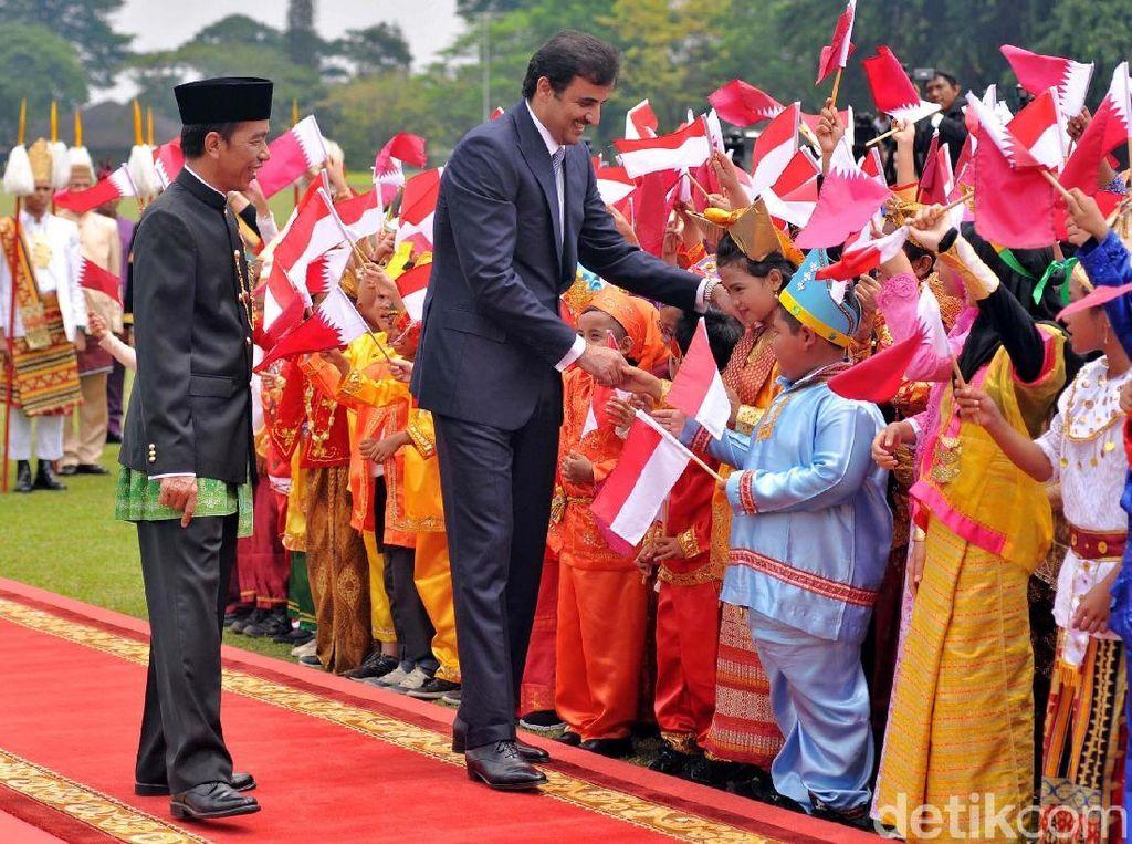 Temui Jokowi di Istana Bogor, Emir Qatar Disambut Anak-anak