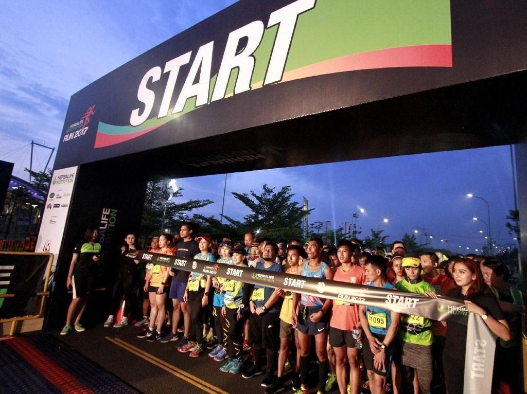 Khusus kategori 21K Team Relay, masing-masing tim di kategori ini terdiri dari 3 peserta yang beranggotakan dua putra dan satu putri atau 2 putri dan 1 putra yang wajib menyelesaikan lomba sejauh 21 kilometer yang dibagi menjadi tiga leg.