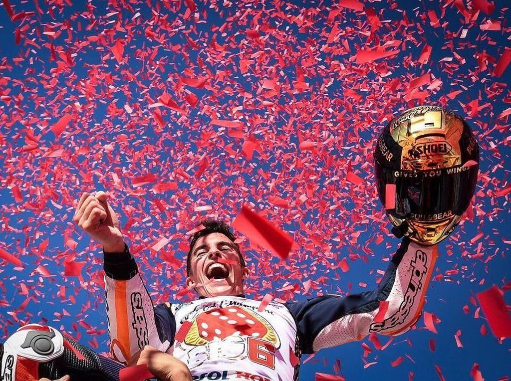 Marquez memastikan dirinya jadi juara dunia MotoGP 2017 setelah dia finis ketiga di MotoGP Valencia dan Andrea Dovizioso yang jadi pesaing terdekatnya gagal menuntaskan balapan. (Instagram @motogp)