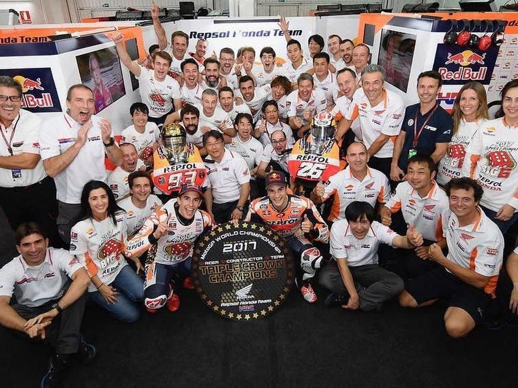 Respol Honda meraih triple crown musim ini. Juara dunia pebalap, juara dunia konstruktor, dan juara dunia tim. (Instagram @hrc_motogp)